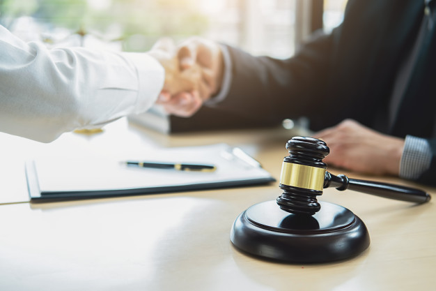 Melhores práticas para fechamento de clientes na advocacia