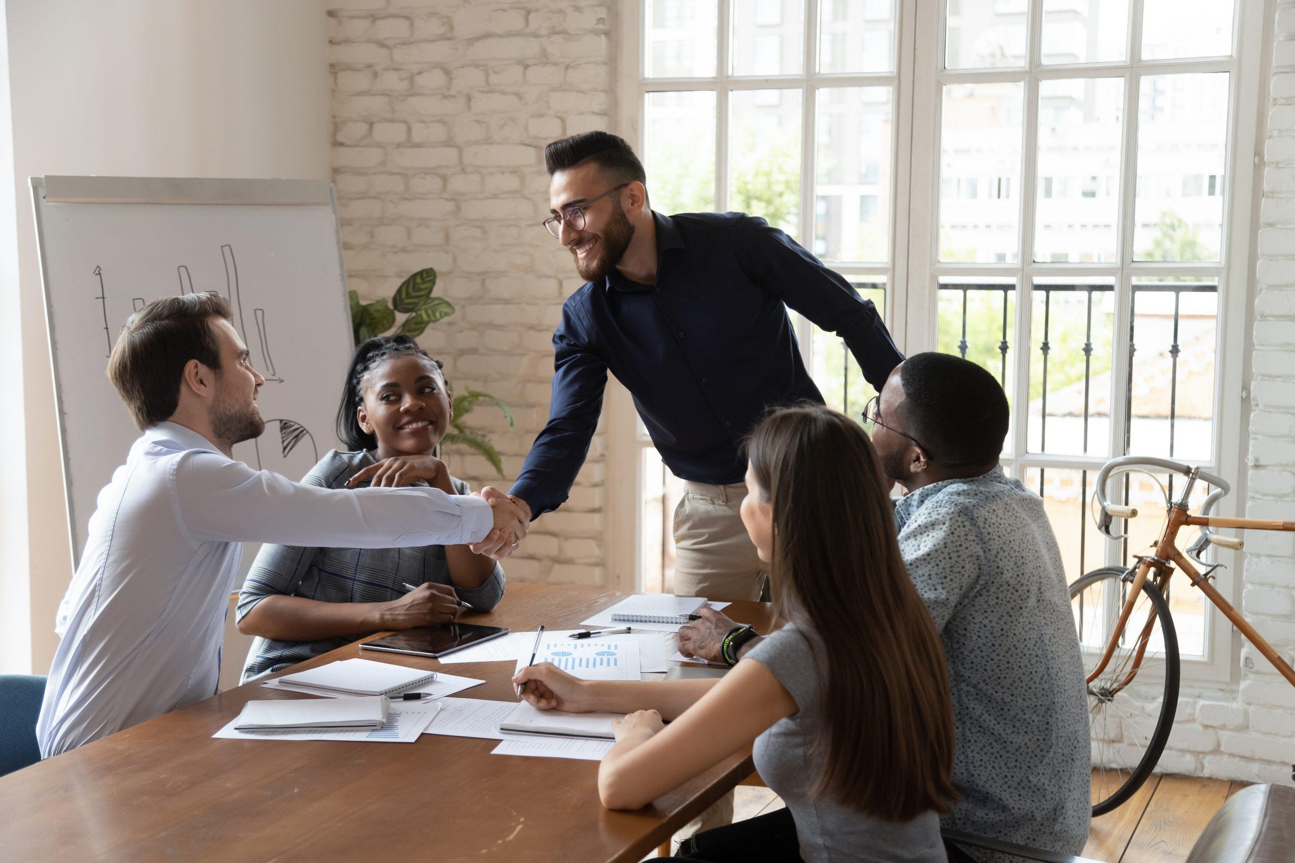 Como uma sala de reunião influencia no seu negócio